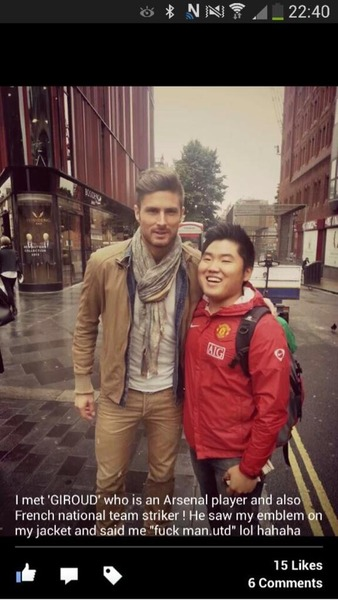 Arsenal striker Olivier Giroud took a photo with a Manchester United fan after he swore at him [Picture]
